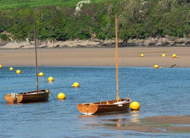 Two wooden boats designed in the traditional Bantham style!   📸 by @manonfosb   #Bantham #BanthamDevon #Devon #SouthDevonAonb #SouthWest #Love #Boat