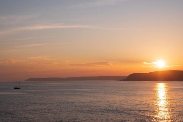 We've seen a number of sunsets at  Bantham. But this may top them all? ☀️🌅⛵️  (📸: @manonfosb)   #Bantham #Sunset #Devon #Explore #Aonb #Travel #SouthWest