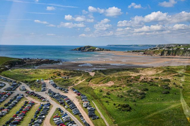 Update: Bantham carpark will now be closed at 8pm every evening.   We look forward to seeing you this weekend! 💫  (📸: @manonfosb)   #Bantham #Devon #scenic #aonb #beach #banthambeach